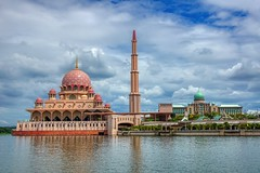 Masjid Putra and Jabatan Perdana Menteri in Putrajaya, Malaysia (UweBKK (α 77 on )) Tags: malaysia southeast asia sony alpha 550 dslr putrajaya masjidputra masjid putra jabatanperdanamenteri jabatan perdana menteri prime minister palace residence mosque muslim islam moslem sky cloud water lake reflection city urban