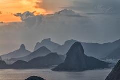 Pão de Açúcar e Pedra da Gávea (mcvmjr1971) Tags: vermelho parque da cidade niterói rio de janeiro outubro 2019 mmoraes nikon d800e lens sigma art baia guanabara nuvens clouds sky sunset por sol do litoral brasil