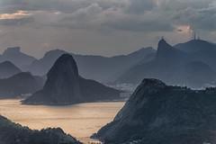 Pão de Açúcar e Corcovado (mcvmjr1971) Tags: vermelho parque da cidade niterói rio de janeiro outubro 2019 mmoraes nikon d800e lens sigma art baia guanabara nuvens clouds sky sunset por sol do litoral brasil