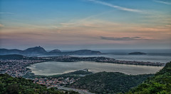 Lagoa e praia de Piratininga (mcvmjr1971) Tags: vermelho parque da cidade niterói rio de janeiro outubro 2019 mmoraes nikon d800e lens sigma art baia guanabara nuvens clouds sky sunset por sol do litoral brasil