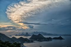 Frente fria chegando (mcvmjr1971) Tags: vermelho parque da cidade niterói rio de janeiro outubro 2019 mmoraes nikon d800e lens sigma art baia guanabara nuvens clouds sky sunset por sol do litoral brasil