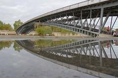 Passerelle Léopold-Sédar-Senghor (hervétherry) Tags: france iledefrance paris 75007 canon eos 7d efs 18200 pont passerelle leopold ségar senghor bridge reflet reflection reflexion