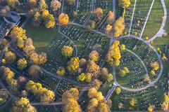 Autumn Cemetery (Aerial Photography) Tags: by la ndb 01112014 5d386944 abendlicht amhascherkeller bavaria bayern deutschland farbe fotoklausleidorfwwwleidorfde fotoklausleidorfwwwleidorfaerialcom friedhof gelb germany grau grün hascherkeller herbst landshut luftaufnahme luftbild nordfriedhof p2 siedlung stimmung trauer aerial autumn cemetery color colour eveninglight graveyard green grey grief mood mourning outdoor settlement sunset verde yellow bayernbavaria deutschlandgermany