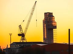 Art in scaffolding / Kunst im Gerüstbau (Zoom58.9) Tags: sky sunset scaffolding crane outside himmel sonnenuntergang kran gerüst sony sonydscrx10m4 europe europa germany deutschland bremerhaven industry industriefotos shipyard werft