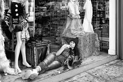 Camden Town (erichudson78) Tags: uk england london camdentown streetphotography scènederue shop vitrine eyecontact canonef24105mmf4lisusm canoneos6d nb bw noiretblanc blackandwhite eyetoeye candid