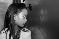 The eyes shows the soul (frank.gronau) Tags: traurig sad fenster reflexionen spiegelung child kid girl mädchen weis schwarz white black halloween 9 alpha sony gronau frank