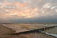 Along the Beach | Moments (picsessionphotoarts) Tags: nikon nikonphotography nikonfotografie nikond850 norddeutschland ostsee balticsea wellenbrecher stilllifephotography stillleben buhnen afsnikkor20mmf18g sonnenuntergang sunset sunsetbythesea