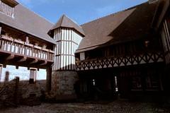 La maison Henri IV à St-Valery-en-Caux (Philippe_28) Tags: saintvaleryencaux caux 76 seinemaritime france europe normandie normandy argentique analogue camera photographie film 135
