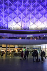 Ready To Value (dhcomet) Tags: benito prezzo pret food ceiling roof lattice kings cross london station