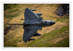 PANAVIA TORNADO GR4 (Chris (Thanks for 83000 Views)) Tags: panaviatornadogr4 tonka rafno15rsqn raf raflossiemouth royalairforce cadwest lfa7 lowflyingarea snowdonia wales 2017 aviation aircraft aeroplane fastjet aviationphotography canoneos7dmkii canon canonf4500mmislusm planemotorsport2014 planemotorsport2015 planemotorsport2016 planemotorsport2017 planemotorsport2018 planemotorsport2019