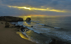 Shining Sea (PZ Sunrays) Tags: sunrise atlanticocean algarve coastline portugal ngysaex