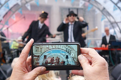 Videoing the Band (McTumshie) Tags: 20191102 bluesbrothers london londonist regentstreet regentstreetmotorshow thekingbbluesbrothersband cars mobilephone