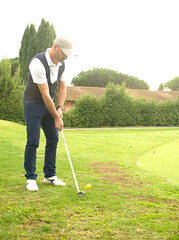 6798 - Putt (Diego Rosato) Tags: golf club green verde fuji x30 rawtherapee putt