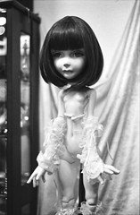 Sees the night, of hollow eyes. (Khronos-dolls) Tags: doll bisquedoll poupeeenbiscuit poupee