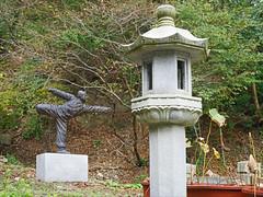 Art martial Sonmudo au temple de Golgul (Région de Gyeongju, Corée du sud) (dalbera) Tags: dalbera coréedusud gyeongju ermitage bouddhisme sunmido bouddha templedegolgul