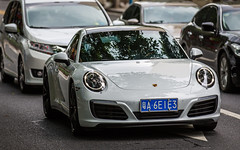 (seua_yai) Tags: automobile car asia china prc guangdong guangzhou candid people transportation traffic wheels street chinaguangzhou2019