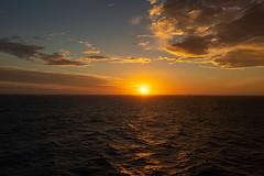 Wonderful encounter of sun and sea. (Victor Hugo Pinheiro) Tags: 2019 buzios cruzeiro ilhabela mscseaview rafaelecarol salvador victoresilvana fogos mar nascerdosol navio passeios pordosol revellion