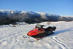 sesongstart (KvikneFoto) Tags: nikon1j2 snøskuter snowmobile lynx landskap snø snow