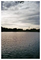 analog - Lomo LCA - Kodak Pro Image 100 (tom-schulz) Tags: lca lomo proimage100 kodak film 35mm analog rahmen berlin thomasschulz see wasser wellen himmel wolken herbst