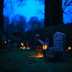 Uppsala, November 2, 2019 (Ulf Bodin) Tags: autumn allahelgonsdag sweden outdoor gamlakyrkogården cemetery candlelight november allhelgonahelg grave kyrkogård canonrf85mmf12lusm uppsala sverige canoneosr höst allhelgonadagen uppsalalän