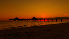 Pier in the sunset (mysterious-man) Tags: usa florida sunset beach pier meer sonnenuntergand color himmel strand farbig farben fort myers