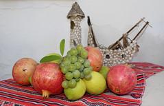 Τα δώρα της νέας μου φίλης, της Ιωάννας (Argyro Poursanidou) Tags: still life food fruit nature friendship hope love φιλία αγάπη ελπίδα φρούτα φύση autumn φθινόπωρο