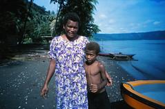 Ia Kada and her son (Tilom_) Tags: 35mm e100 ektachrome ektachrome100 fujifilmnaturablack fujifilm kodak slidefilm e6 colourtransparency film filmphotography eastnewbritain papuanewguinea southpacific pacific pacificocean pacificislands pacificislander melanesia naturablack filmcamera 2019 june scanned 35mmphotography 35mmcamera