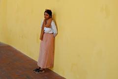 Per metà sei donna, e per metà sei sogno...[RABINDRANATH TAGORE - Donna] (rossolev) Tags: spain spagna andalusia granada ritratto portrait salvinorovinaditalia nikon retrato street bellezza alhambra donna woman tagore poesia