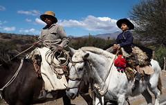 Argentine - Futur gaucho, fier comme Artaban mais avec son doudou accroché à la selle. (Gilles Daligand) Tags: argentine cafayate gaucho enfant cheval