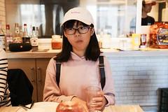 SAKURAKO - Sims Lane Burger Stand. (MIKI Yoshihito. (#mikiyoshihito)) Tags: japan sakurako 櫻子 さくらこ 娘 daughter サクラコ 長女 11歳 eldestdaughter simslaneburgerstand シムスレーンバーガースタンド 意識高い系バーガー