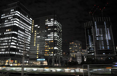 Hamamatsuchō (DameBoudicca) Tags: tokyo tokio 東京 japan nippon nihon 日本 japón japon giappone hamamatsuchō 浜松町 night natt nacht notte nuit noche 夜 train treno tåg zug tren 列車 yamanoteline yamanote 山手線