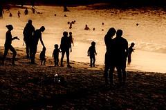 Grande plage à Biarritz (jielach) Tags: biarritz grandeplage personnes ombres