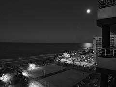 Luz de luna (la_magia) Tags: blancoynegro playa noche nocturna luna mar reflejodeluna luzdeluna valencia tavernesdelavlalldigna espaã±a night beach sea light blackandwhite moon moonlight nightly tavernesdelavalldigna españa