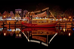 Reflections | Harbor lights (picsessionphotoarts) Tags: nikon nikonphotography nikonfotografie nikond850 urbanromantix downtown innenstadt norddeutschland herbst autumn ostsee balticsea warnemünde hafen harbor port afsnikkor35mmf18g longtimeexposure langzeitbelichtung festbrennweite primelens