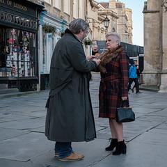 In Bath Abbey Square (velodenz) Tags: velodenz fujifilmxt30 bath city aquaesulis banes bnes england unitedkingdom uk greatbritain gb couple romance