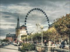 der Sonntag in Düsseldorf (norbert.karow) Tags: motive riesenrad burgturm altstadt menschen rheinufer düsseldorf