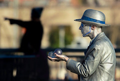 Aim North, He Said (Ian Sane) Tags: ian sane images aimnorthhesaid wells oviatt mr mister statue silver man guy dude mime portland oregon saturday market contact juggling glass balls hat street performer candid photography shadow darkfigure canon eos 5ds r camera ef100400mm f4556l is usm lens
