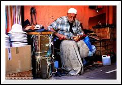 The Shoemaker (jose_miguel) Tags: jose miguel rigotag españa spain espagne panasoniclumixfz50 panasonic lumix marruecos maroc morocco marrakesh marrakech marraquech portrait retrato street calle fotografíaenlacalle rue robado stolen candid candidshot man hombre homme color colour couleur contraste contrast