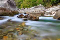 Fluss Verzasca (Giuseppe Caponio) Tags: bach beautifullight blue bright brione canon canoneosr colors colourful dslm eos eosr filter fluss forest glow gras haida landscape landscapephotography landschaft langzeitbelichtung light longtimeexposure moodfull ndfilter nature naturephotography outdoor outside polfilter ponte ponteverzasca river riverscape riverscapephotography rocks steine stone tree trees valleverzasca verzasca verzascatal wald wasser wasserfall water waterfall waterscape white yellow kantontessin schweiz