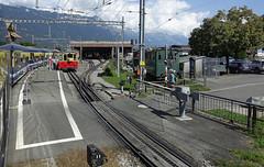 RD18928.  BOB & SPB at Wilderswil. (Ron Fisher) Tags: spb schynigeplattebahn rackrailway rail railway railroad eisenbahn chemindefer schmalspurbahn voieetroite narrowgauge narrowgaugerailway train transport publictransport zahnradbahn schweizerischeeisenbahnen schweiz dieschweiz lasuisse suisse switzerland swissrailways railwaysofswitzerland compactcamera eisenbahninderschweiz eisenbahneninderschweiz sony sonyrx100iii sonyrx100m3 ferrovia 800mmspur 800mmgauge tren trein