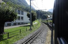 RD18929.  Departing from Wilderswil on the BOB. (Ron Fisher) Tags: spb schynigeplattebahn rackrailway rail railway railroad eisenbahn chemindefer schmalspurbahn voieetroite narrowgauge narrowgaugerailway train transport publictransport zahnradbahn schweizerischeeisenbahnen schweiz dieschweiz lasuisse suisse switzerland swissrailways railwaysofswitzerland compactcamera eisenbahninderschweiz eisenbahneninderschweiz sony sonyrx100iii sonyrx100m3 ferrovia berneroberland kantonbern cantonbern berneroberlandbahn bob bahnhof gare station railwaystation metregauge meterspur 1000mmgauge 1000mmspur svizzera europa europe 800mmspur 800mmgauge tren trein