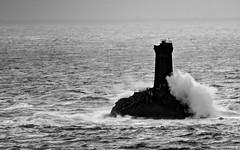Le phare de la Vieille (Assouende) Tags: pharedelavieille phare bretagne finistère cornouaille pointeduvan pointeduraz océan tempête noiretblanc nb