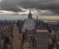 Empire State Building desde el Observatorio Top of the Rock, Midtown (Nueva York - Estados Unidos) (jsg²) Tags: jsg2 fotografíasjohnnygomes johnnygomes fotosjsg2 newyork ny usa estadosunidos unitedstates eeuu unitedstatesofamerica newyorkcity topoftherock rockefellercenter skyline manhattan tishamspeyerproperties midtown skycrapers rascacielos