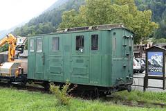 RD18933.  SPB Locomotive. (Ron Fisher) Tags: spb schynigeplattebahn rackrailway rail railway railroad eisenbahn chemindefer schmalspurbahn voieetroite narrowgauge narrowgaugerailway train transport publictransport zahnradbahn schweizerischeeisenbahnen schweiz dieschweiz lasuisse suisse switzerland swissrailways railwaysofswitzerland compactcamera eisenbahninderschweiz eisenbahneninderschweiz sony sonyrx100iii sonyrx100m3 ferrovia 800mmspur 800mmgauge locomotive electriclocomotive tren trein