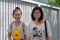 pretty pedestrians (the foreign photographer - ฝรั่งถ่) Tags: two woman pretty girls phahoyolthin road bangkhen bangkok thailand nikon d3200