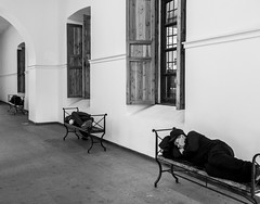 Los Sueños de A. K., Santiago de Chile (Mario Rivera Cayupi) Tags: canong5x canon canonpowershot blancoynegro santiagodechile blackandwhite bw streetphotography fotografíadecalle fotografíacallejera streetphotographyinchile