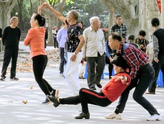 In China, dancing in public spaces is the most popular sport for the elderly. #Shanghai (Runen LIU) Tags: shanghai park dance elderly people china chine cina chinese chinois