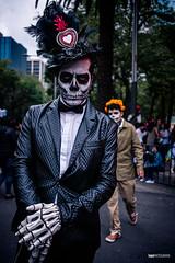 Mega Procesion de Catrinas II (hapePHOTOGRAPHIX) Tags: 484mex 999sld américadelnorte ciudaddeméxico cuauthémoc distritofederal fujixt3 juárez laciudaddeméxico mexico mexicocity mexiko mexikostadt museodecera méxico nordamerika northamerica ciudad dsplyys hapephotographix stadt strasenszene streetphotography urban
