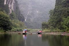 Disfrutando del lugar (rraass70) Tags: canon d700 rio agua ninbinh deltadelriorojo vietnam