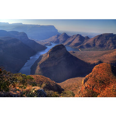 Down the land (Robyn Hooz) Tags: southafrica threerondavels blyde river canyon sudafrica vista horizon orizzonte fiume land landscape panorama